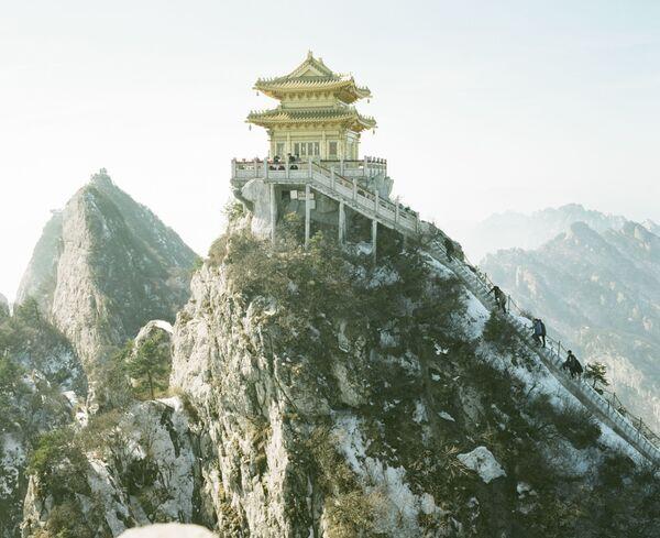 Uno scatto della serie Like a father Like a mountain del fotografo cinese Pan Wang - Sputnik Italia