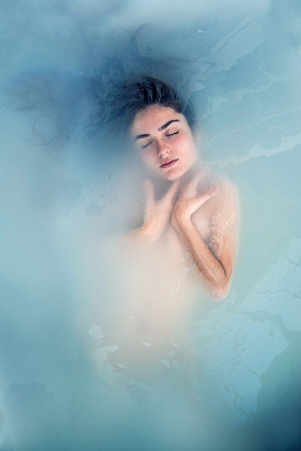 Lo scatto Siren song (Canto della serena) di un fotografo spagnolo al concorso The World's Best Photos of #Water2020. - Sputnik Italia
