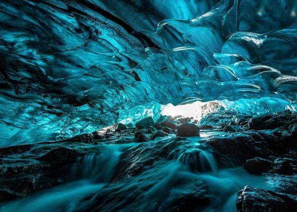 Lo scatto Ice cave (Caverna gelida) di un fotografo malese al concorso The World's Best Photos of #Water2020. - Sputnik Italia