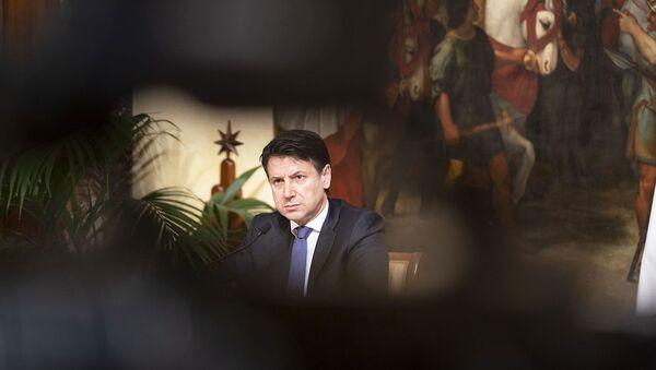 Il premier Conte in conferenza stampa a Palazzo Chigi - Sputnik Italia