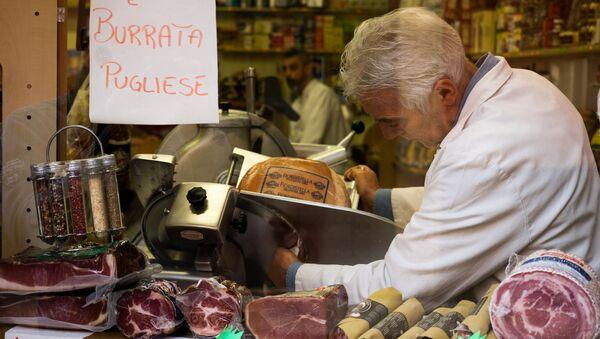 Un macellaio al lavoro - Sputnik Italia