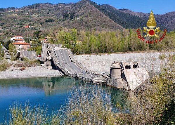 Un ponte è crollato sul fiume Magra ad Aulla, provincia di Massa Carrara, sulla strada provinciale 70 che collega la bassa Val di Vara con la Val di Magra, in provincia di La Spezia. - Sputnik Italia