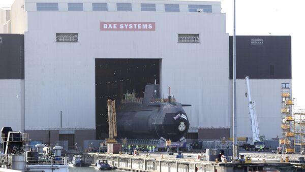 HMS Audacious, il quarto sottomarino a propulsione nucleare di classe Astute della Royal Navy, viene rimosso dal complesso di costruzione navale al coperto di BAE Systems, Burrow-in-Furness, Inghilterra, - Sputnik Italia