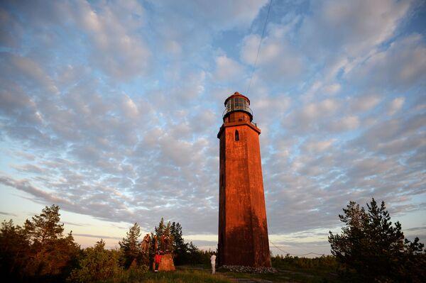 Un faro sull'isola di Bolshoy Tyuters nel golfo di Finlandia - Sputnik Italia