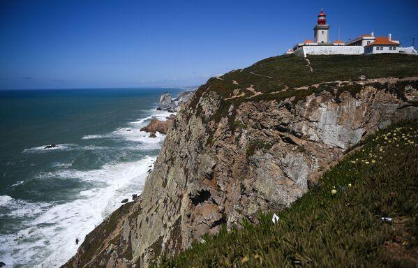 Il faro di Cabo da Roca, situato a 165 metri sopra l'Oceano Atlantico, nella parte più occidentale del Portogallo - Sputnik Italia