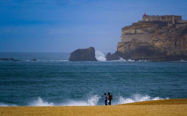 La spiaggia di Nazaré, Portogallo - Sputnik Italia