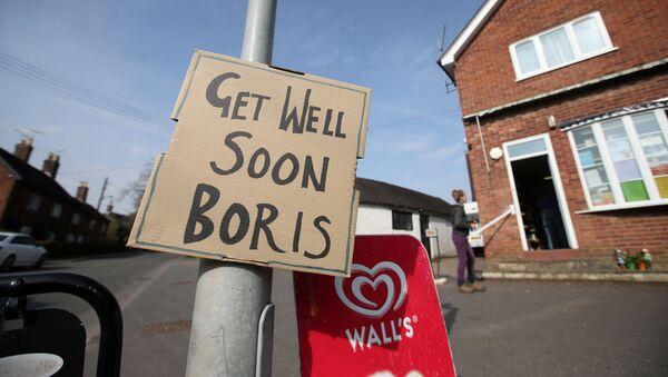 Un poster dedicato a Boris Johnson - Sputnik Italia