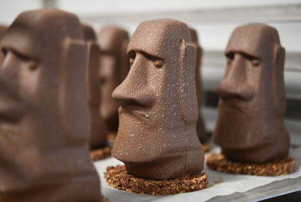 Cioccolatini a forma di Moai dall'isola di Pasqua, Francia - Sputnik Italia