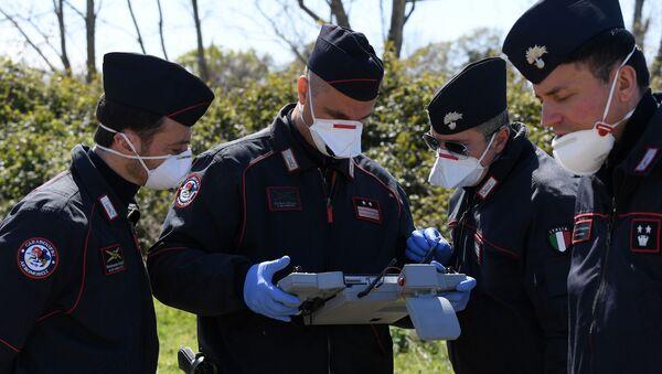 Carabinieri usano un drone a Roma - Sputnik Italia