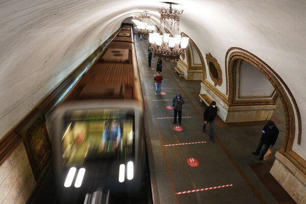 La metropolitana di Mosca durante la quarantena per l'emergenza coronavirus - Sputnik Italia