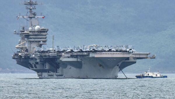La portaerei Theodore Roosevelt (CVN-71) al porto Da Nang, in Vietnam - Sputnik Italia