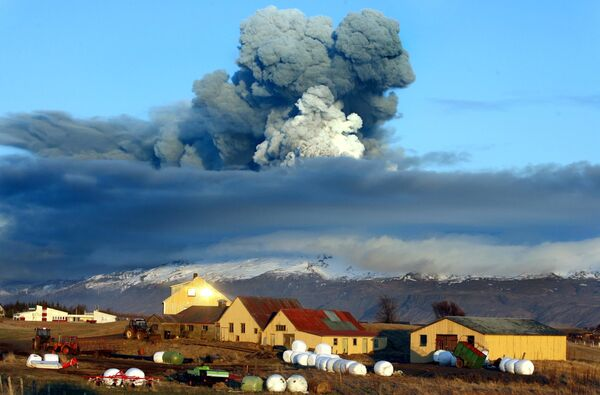 L'eruzione del vulcano Eyjafjöll in Islanda. - Sputnik Italia