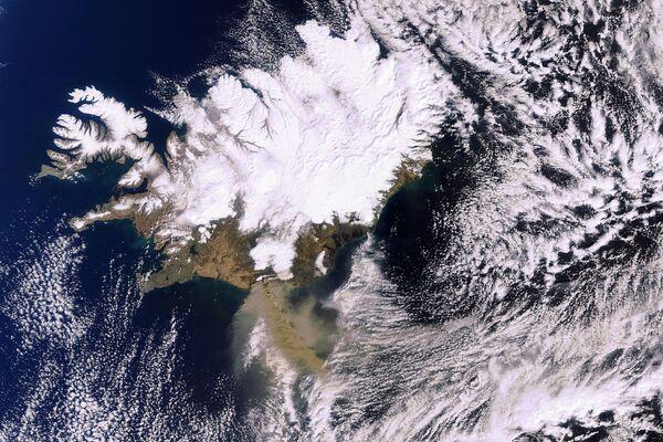 La scia vulcanica dell'Eyjafjöll fotografata da un satellite. - Sputnik Italia