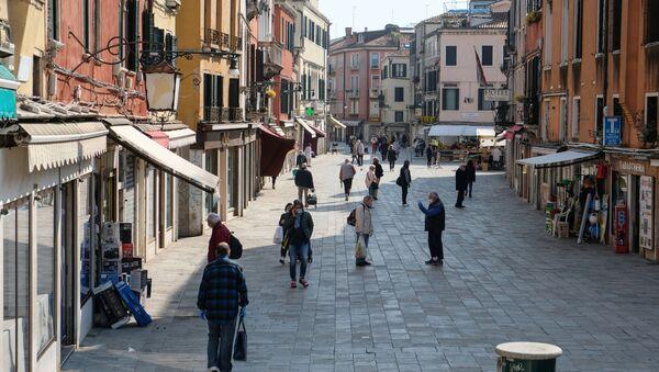La gente in mascherine a Venezia, Italia - Sputnik Italia