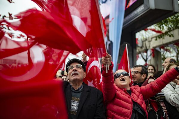 Manifestanti a Istanbul, Turchia. - Sputnik Italia