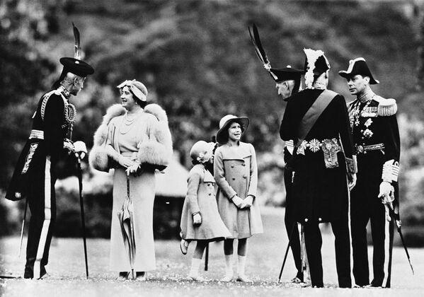 L'infanzia di Elisabetta II - Sputnik Italia
