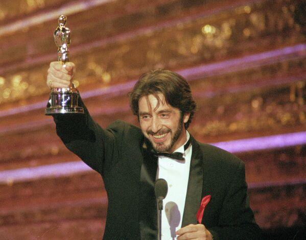 Al Pacino con Oscar al miglior attore del 1993 per il film Profumo di donna - Sputnik Italia
