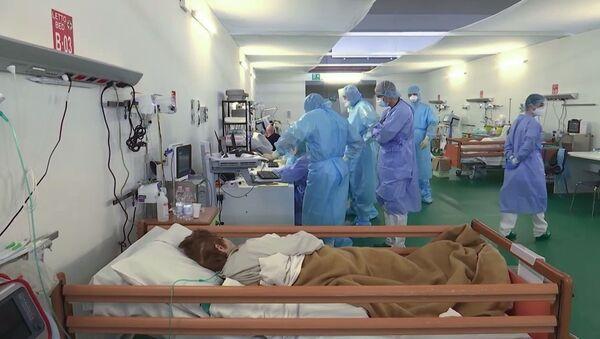I medici militari russi al lavoro nell'ospedale da campo a Bergamo - Sputnik Italia