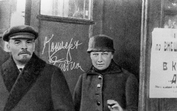 Vladimir Lenin e sua moglie Nadezhda Krupskaya - Sputnik Italia