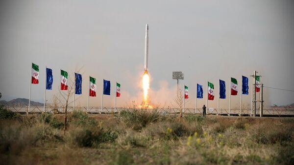 Il lancio del satellite militare iraniano Noor - Sputnik Italia