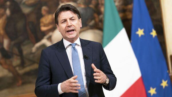 Il Presidente del Consiglio, Giuseppe Conte, durante le dichiarazioni al termine della riunione del Consiglio Europeo. - Sputnik Italia