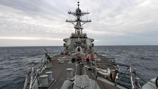 USS Barry naviga attraverso lo stretto di Taiwan il 23 aprile 2020 - Sputnik Italia
