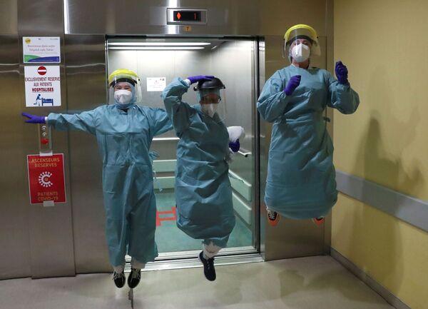 Il personale medico presso l'ospedale a Liegi, Belgio, il 22 aprile 2020 - Sputnik Italia