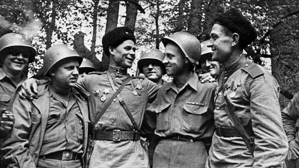 Nel mese di aprile 1945 i soldati sovietici e americani si incontrarono sul fiume Elba in Germania - Sputnik Italia