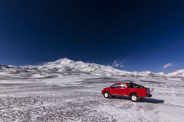 Il Nevado Ojos del Salado è uno stratovulcano situato tra Argentina e Cile che, con i suoi 6.891 metri di altitudine, è il vulcano più alto del mondo - Sputnik Italia