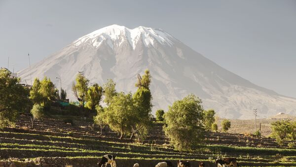 Вулкан Мисти  на юге Перу  - Sputnik Italia