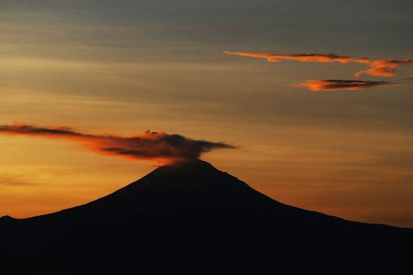 L'eruzione del vulcano di Popocatépetl in Messica - Sputnik Italia