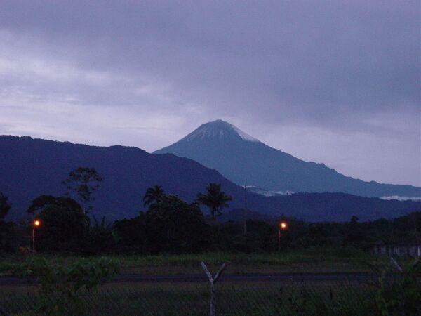 Sangay è uno stratovulcano costantemente attivo nel sud-est dell'Ecuador.  - Sputnik Italia