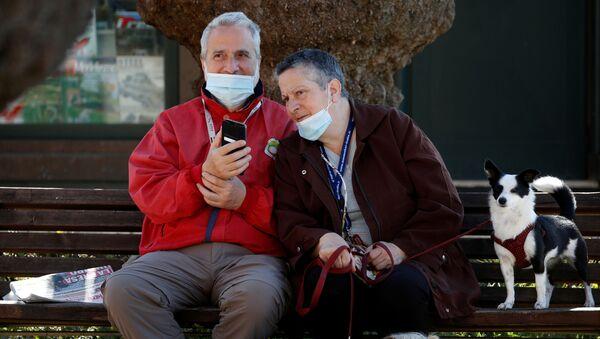 I clienti stanno aspettano la consegna di caffè a Roma - Sputnik Italia