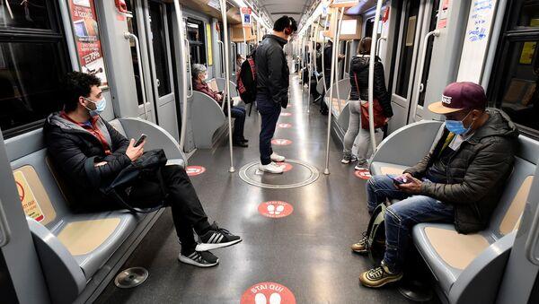Nella metropolitana di Milano - Sputnik Italia