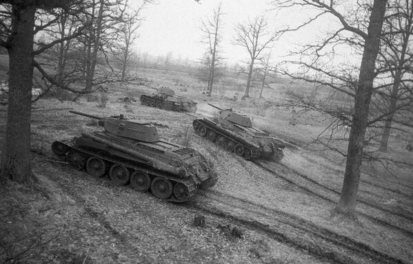 Il T-34 è stato un carro armato medio che rappresentò la spina dorsale delle forze corazzate sovietiche nel corso della seconda guerra mondiale - Sputnik Italia
