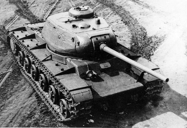 Il carro armato Kliment Voroshilov 85, o anche KV 85, era un carro pesante impiegato dall'Armata Rossa durante la Seconda guerra mondiale - Sputnik Italia