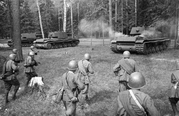 I carri armati KV 1 pesanti impiegati dall'Armata Rossa durante la Seconda guerra mondiale - Sputnik Italia