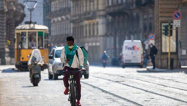 Una via di Milano durante il lockdown da coronavirus - Sputnik Italia