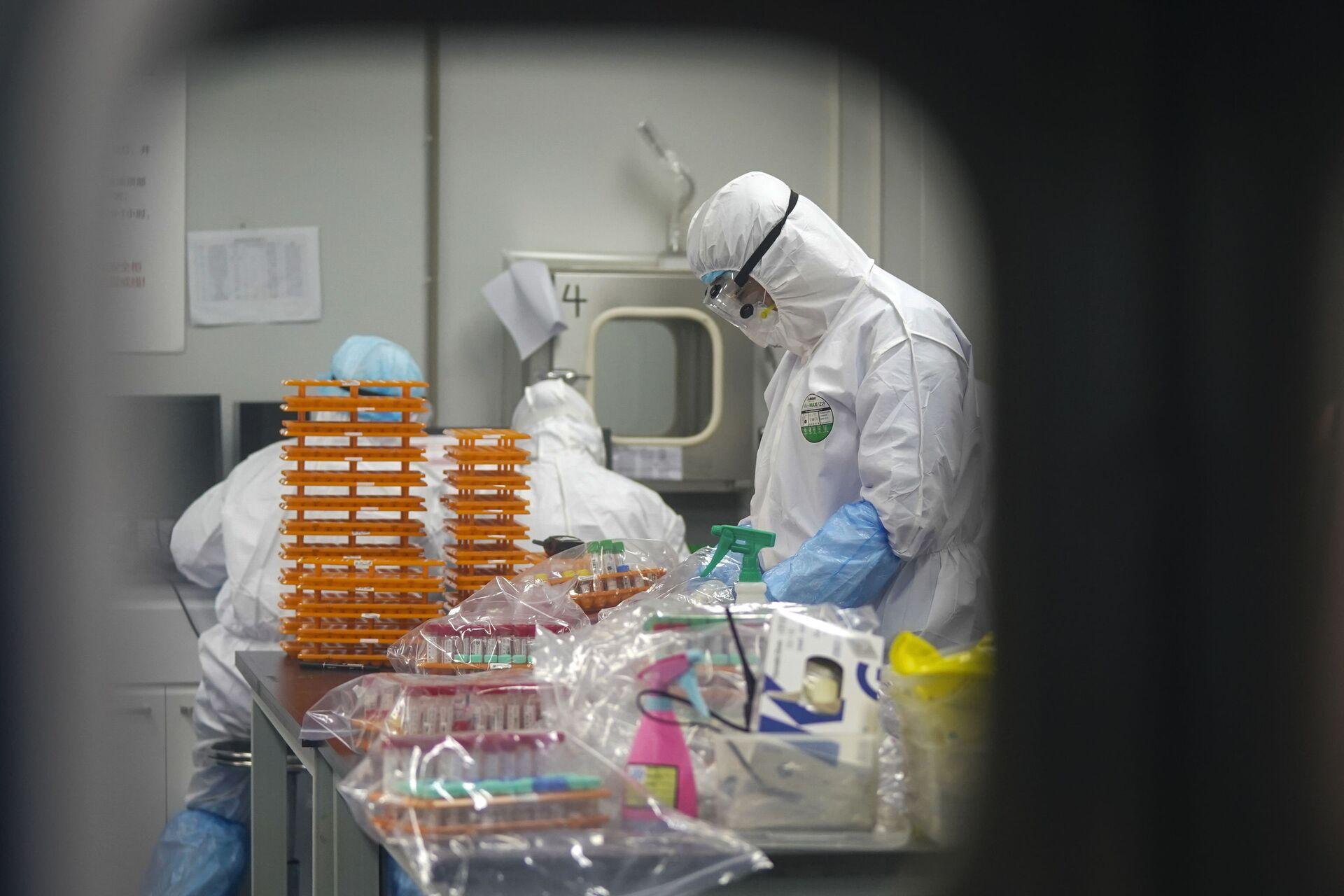 Covid, task force OMS visita il laboratorio P4 di Wuhan - Sputnik Italia, 1920, 03.02.2021
