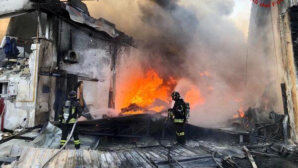 Esplosione in un'azienda di componenti plastici a Ottaviano - Sputnik Italia