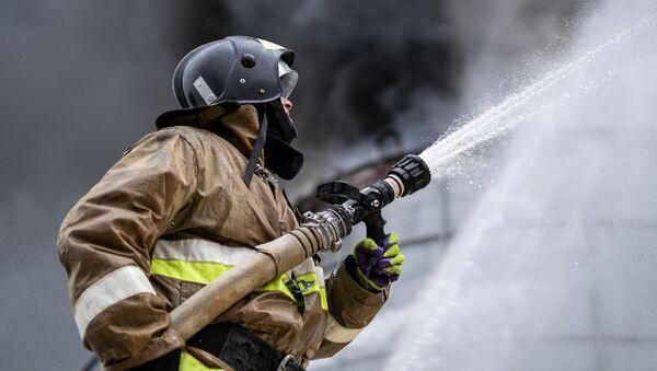 Un pompiere russo - Sputnik Italia
