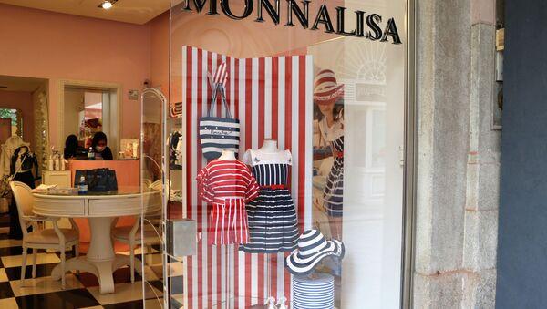 Un negozio a Milano dopo l'inizio della Fase 2 - Sputnik Italia