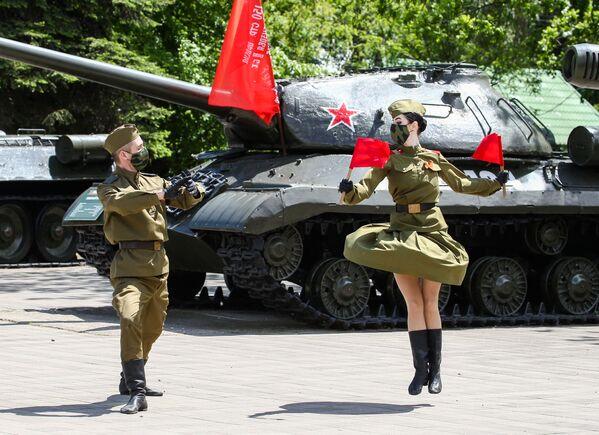 I festeggiamenti del 75esimo anniversario della Vittoria contro la Germania nazista a Krasnodar, Russia. - Sputnik Italia