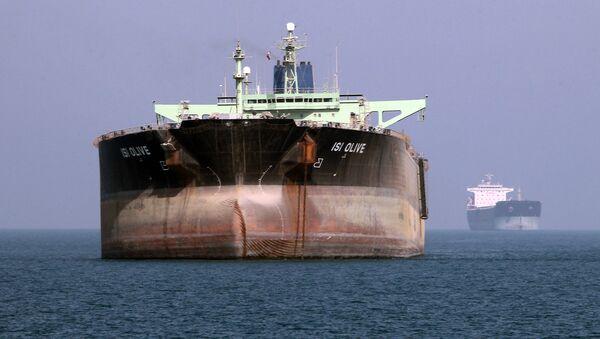 Nave petroliera al porto di Bandar Abbas, Iran del sud (File) - Sputnik Italia