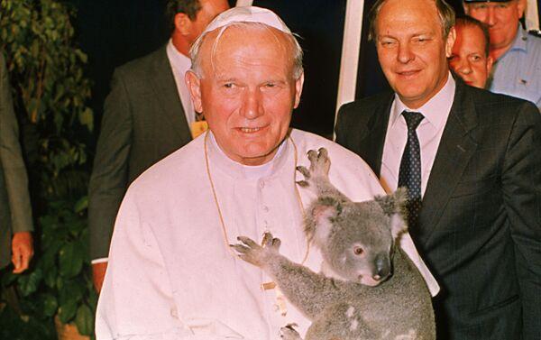 Papa Giovanni Paolo II con koala a Brisbane, Australia - Sputnik Italia