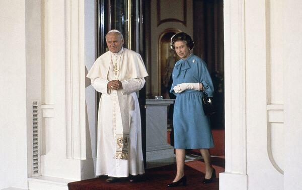 Papa Giovanni Paolo II con la regina Elisabetta II a Londra, 1982  - Sputnik Italia