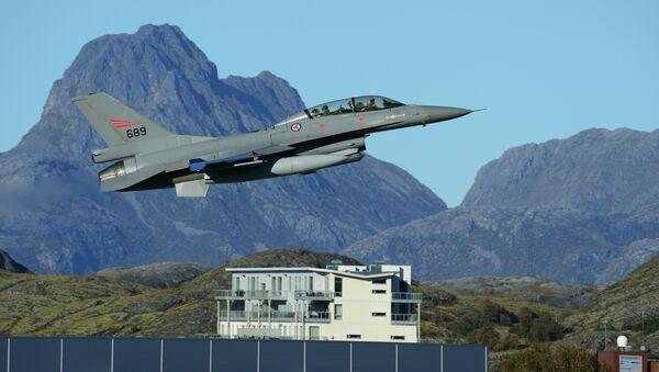 Cacciabombardiere a capacità nucleare F-16 Fighting Falcon - Sputnik Italia
