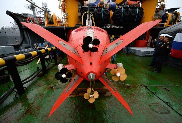 L'apparecchio subacqueo inabitabile autonomo Vityaz-D durante il ricevimento solenne dell'equipaggio del rimorchiatore di salvataggio Foty Krylov a Vladivostok, Russia. - Sputnik Italia