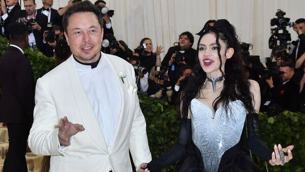 Elon Musk e la cantante Grimes - Sputnik Italia