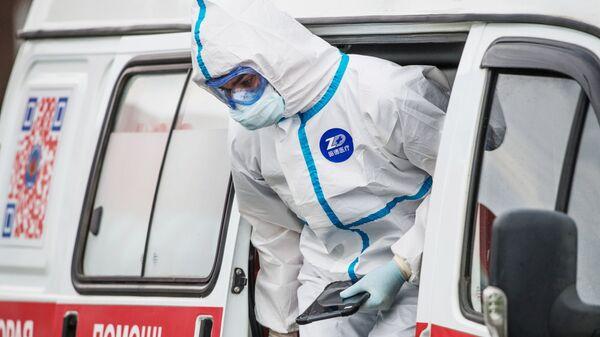 Coronavirus in Russia - medico del pronto soccorso all'ospedale di Komunalke - Sputnik Italia